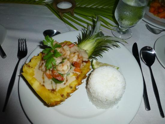 Wananavu Beach Resort: Another pretty presentation at dinner