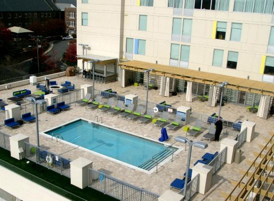 Aloft Asheville Downtown: swimming pool and pet walk area