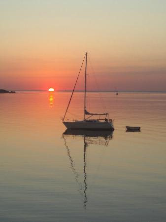 Magnuson Hotel Marina Cove: Ahh sunrise
