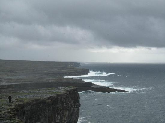 Faherty Tours: Dun Aengus fort and cliffs