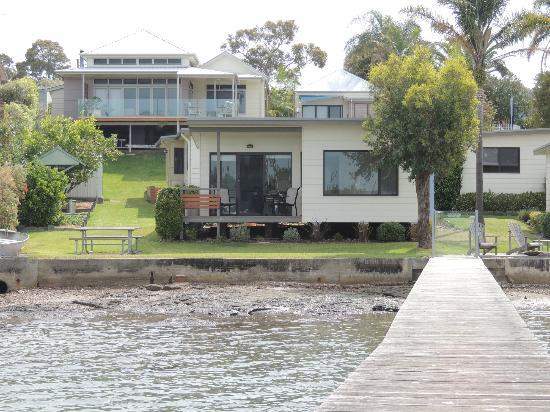 Anglesea Lodge: Back towards the cabins ...
