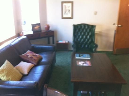 Seaside Oceanfront Inn: Fourth floor sitting room complete with books, games & tv