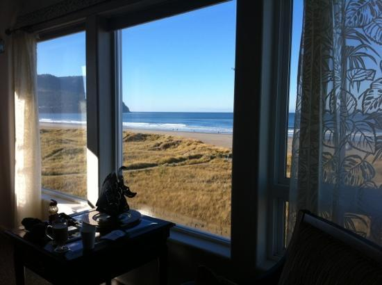 Seaside Oceanfront Inn: view from laying on beautiful sleigh bed
