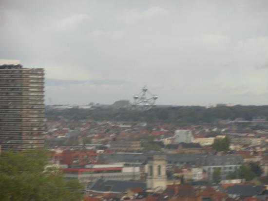 Hotel BLOOM!: Vista dalla nostra camera. Sullo sfondo l'Atomium