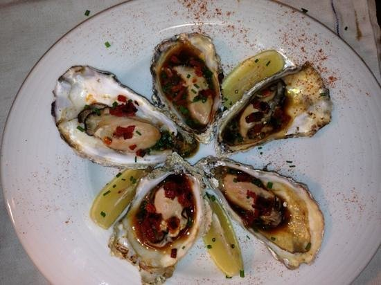Cronins Restaurant : grilled oysters with chorizo
