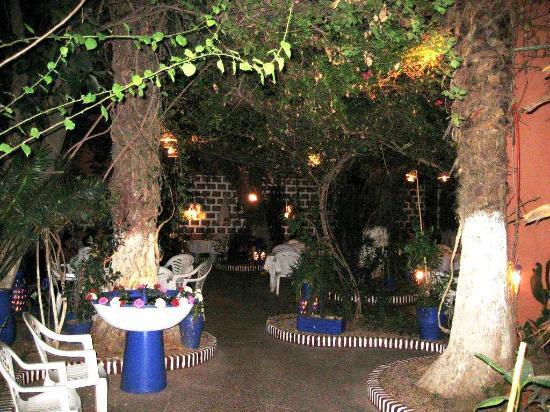 Courtyard dining at La Taverne