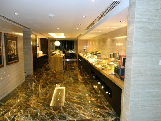 Jumeirah at Etihad Towers: Club Loung Buffet Area