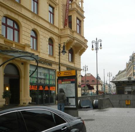 Hotel Apartments Templova: subway - Namesti Republiky