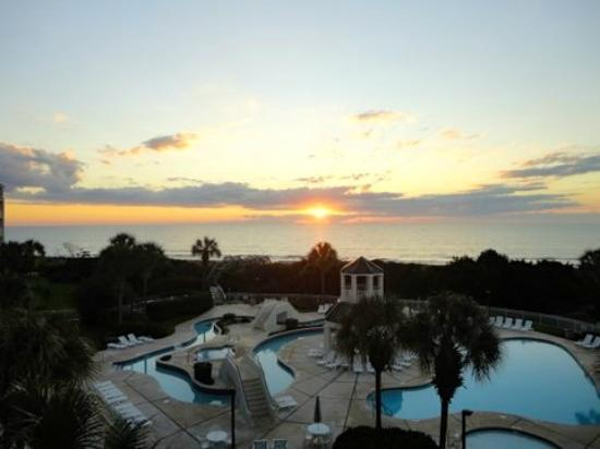 Litchfield Beach & Golf Resort: Sunrise from the balcony of the very small room! 