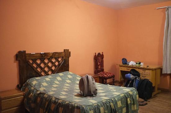 Hotel Rojas Inn: Chambre de l'autre côté de la rue