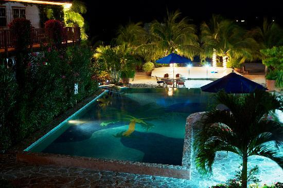 Chabil Mar: Evening View of the Palm Tree Pool