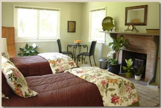 Pepper Tree Retreat: Bohm Room
