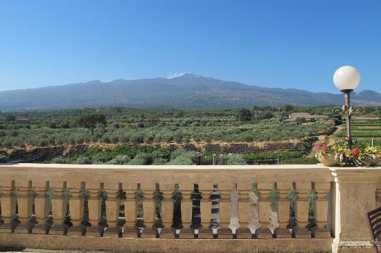 فودو فاليازيندي: Udsigten til Etna fra fællesterassen og ganske få værelser 