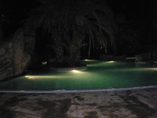 Camping L'Hippocampe : pool at night