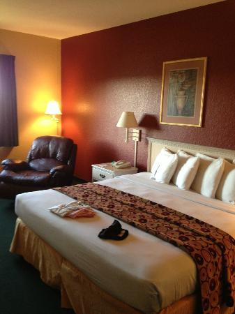Tanglewood Resort and Conference Center : King Lake View room