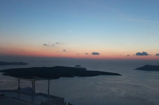 Mill Houses Elegant Suites: The Sun set of Santorini from the hotel terrace - The best of all