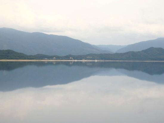 Gozanoishi Shrine : 湖水に映る山並み