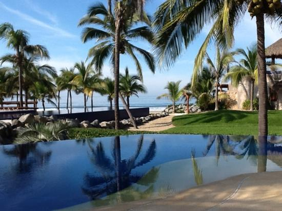 Las Palmas Beachfront Villas: Biggest decision? Which pool to lounge by!