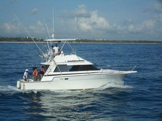 The fishing boat bild fr n punta cana fishing charters for Punta cana fishing charters