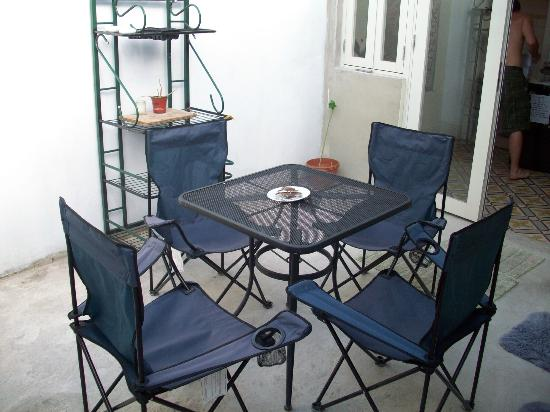 The Palace Hostel: Outdoor non smoking area