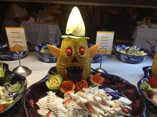 Hotel Riu Tequila: food carvings