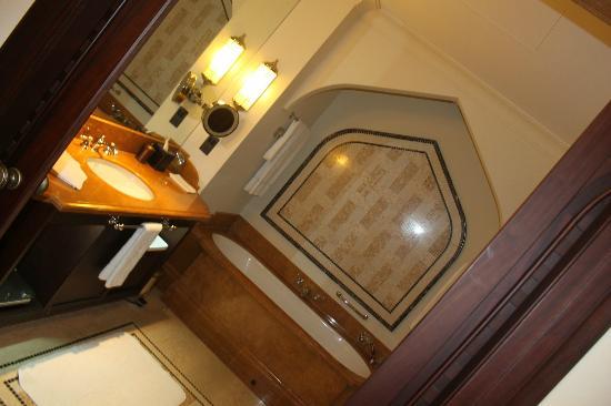 Shangri-La Hotel, Qaryat Al Beri, Abu Dhabi: ...............