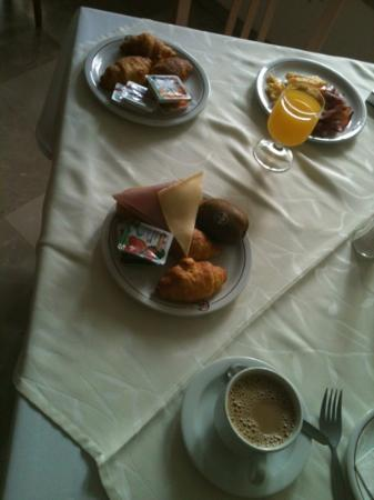 Golden Sun Hotel: yummy light breakfast