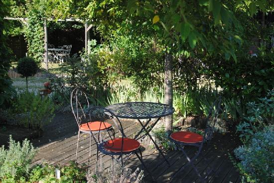 Les Chambres de la Loge: la terrasse de la chambre Charmoise