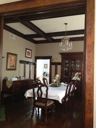 Eva's Escape at the Gardenia Inn: Dining Rm
