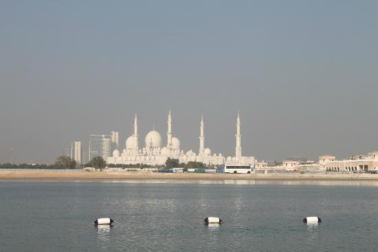 Shangri-La Hotel, Qaryat Al Beri, Abu Dhabi: Grand Mosque from my room