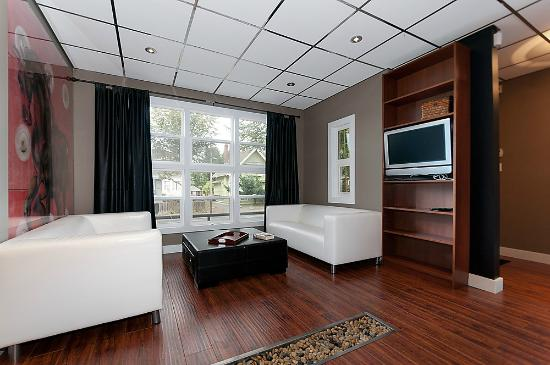 Commercial Drive Accommodations: Bijou Apartment living area