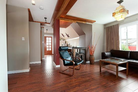 Commercial Drive Accommodations: Inukshuk Apartment living/dining area