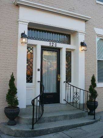 Cumberland Inn and Spa: Front Door