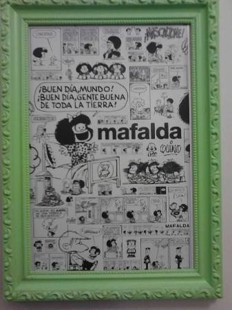 Entre Libros Hotel & Hostel: Quadro na porta do quarto da Mafalda
