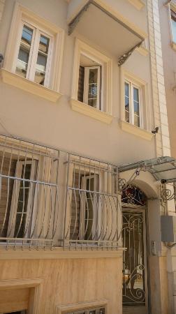 Dolmus Hotel: Facade