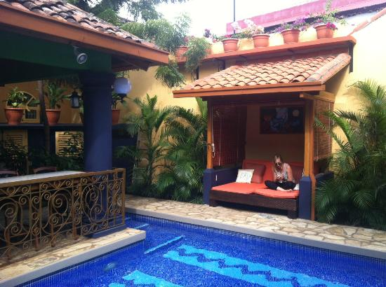 Casa Xanadu: Chillin'@ The Pool