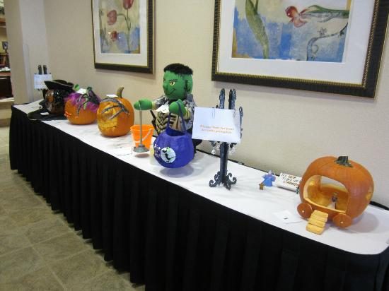 Embassy Suites by Hilton Orlando Airport: halloween pumpkin comptetion