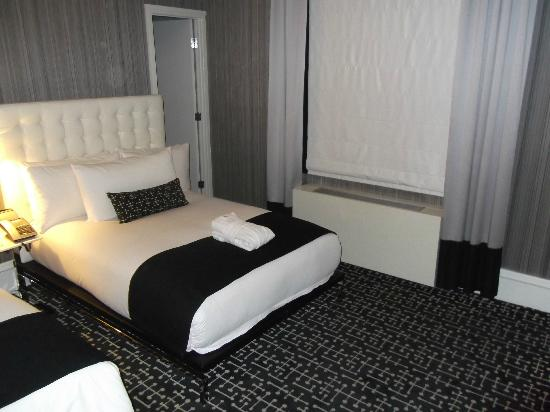 Moderne Hotel: Large Bed for one