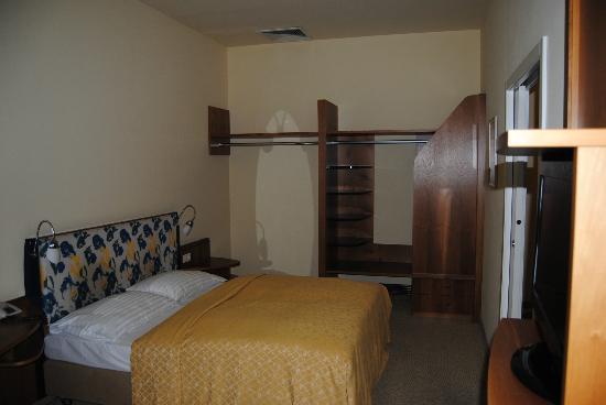 Starlight Suiten III Heumarkt: Dormitorio practico y funcional