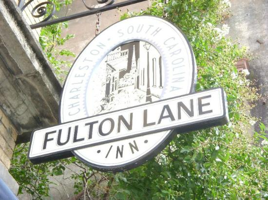 Fulton Lane Inn: Sign on King Street.