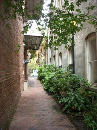 Fulton Lane Inn: You walk down this alley to get to the entrance.