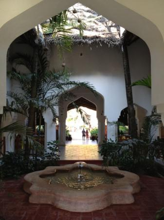 Bluebay Beach Resort and Spa: entrada