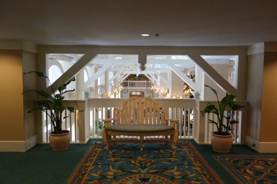 Disney's Beach Club Resort: Bench near lobby overlook
