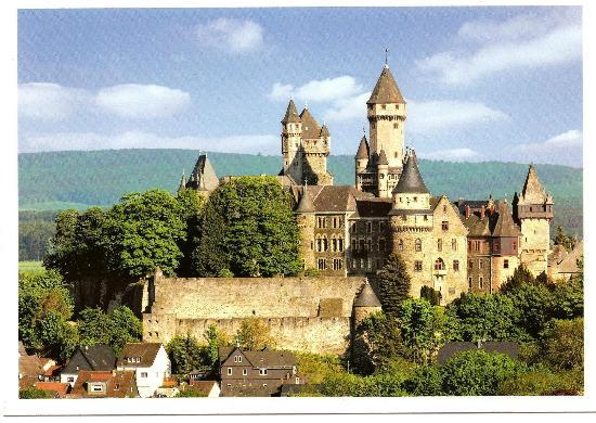 Braunfels, Jerman: Das Schloss vom Golfplatz aus gesehen