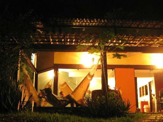 Casa da Luz Guesthouse Buzios: Chilling in hammocks