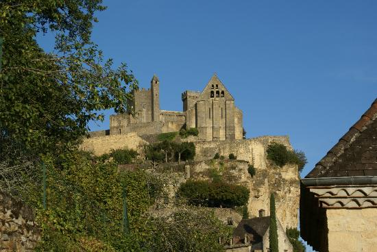 Balcon en Foret - Chambres d'Hotes Dordogne: another view of the castle