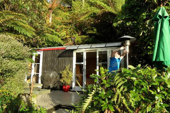Te Pohutukawa Waterside Boutique Accommodation: Loveshack