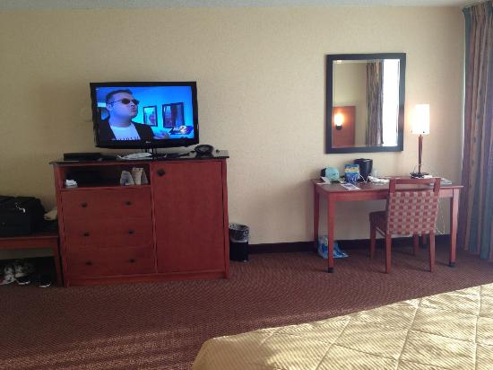 Best Western Lake Buena Vista - Disney Springs Resort Area: flat screen tv and desk area. No Fridge ($10 per day charge)