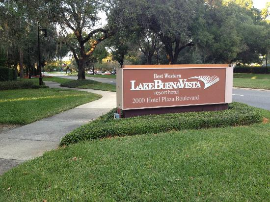 BEST WESTERN Lake Buena Vista Resort Hotel: Sign in front of hotel