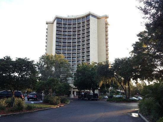 BEST WESTERN Lake Buena Vista Resort Hotel: View from the street entrance.